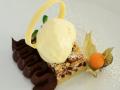 Crumble ricotta e pere con gelato alla vaniglia