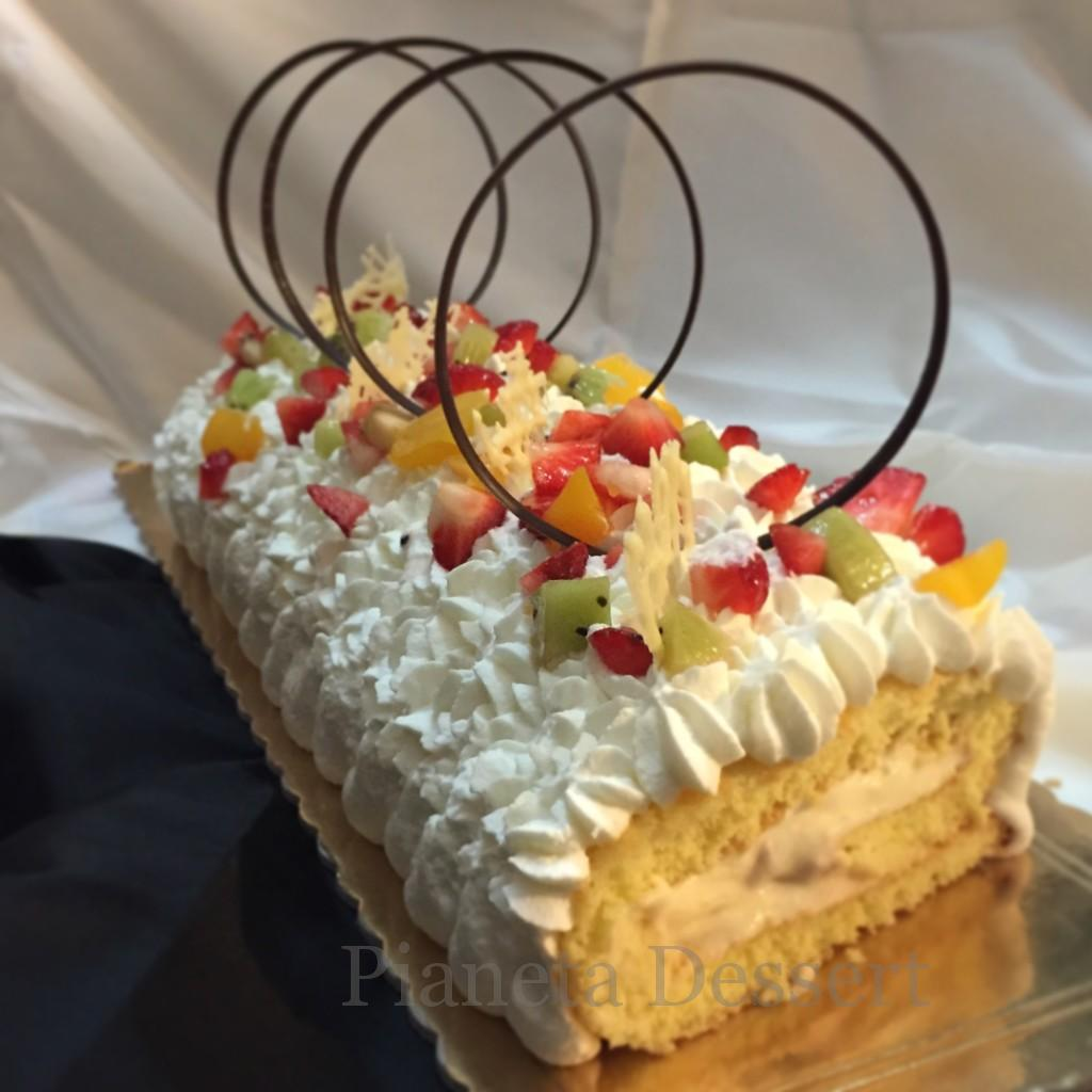 Rotolo con chantilly e frutta fresca