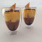 Cioccolato e frutti esotici in trasparenza