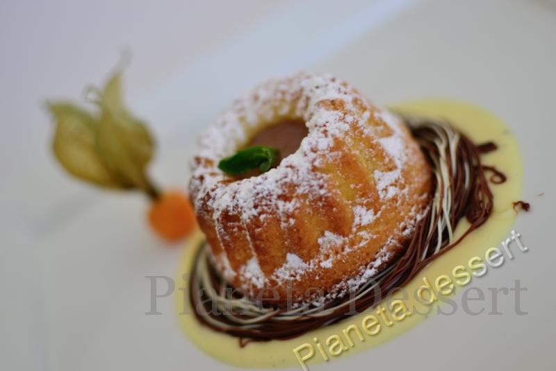 Ciambellina con salsa al cioccolato pianeta dessert for Ricette dessert