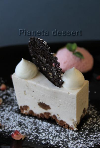 Cheesecake alle castagne con gelato all'uva fragola