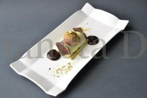 Tronchetto al pistacchio con mousse al cioccolato extra fondente