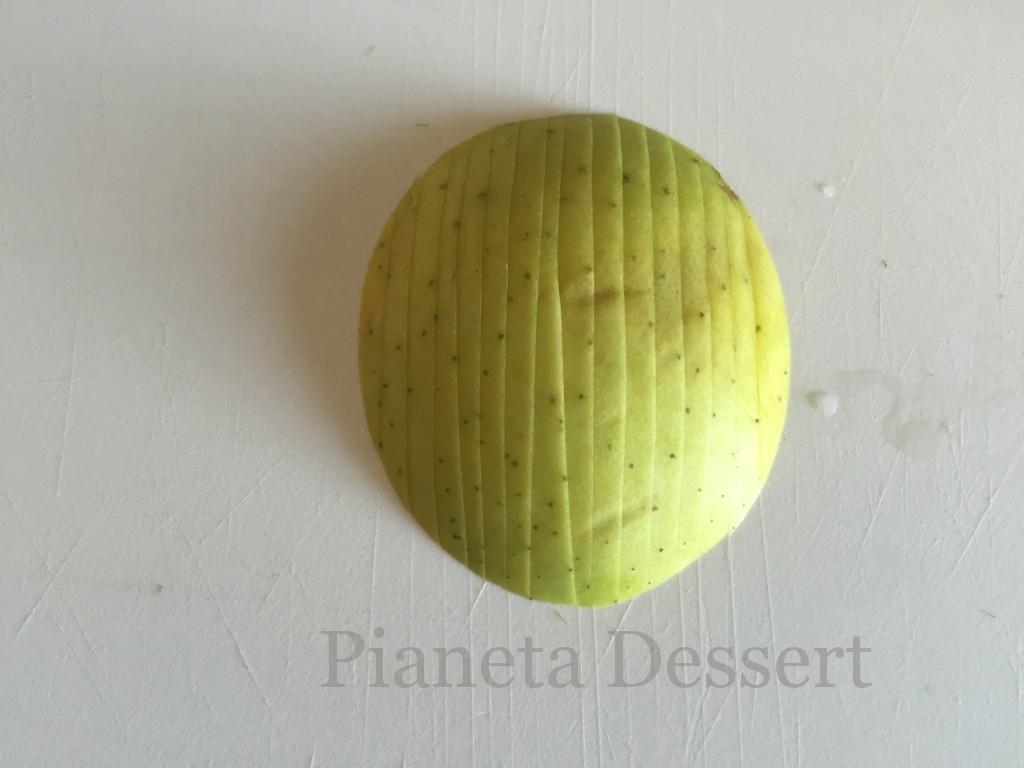 Decorazioni con le mele-intaglio seconda fase