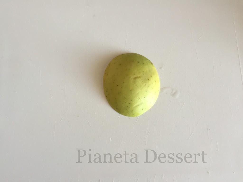 Decorazioni con le mele-intaglio prima fase