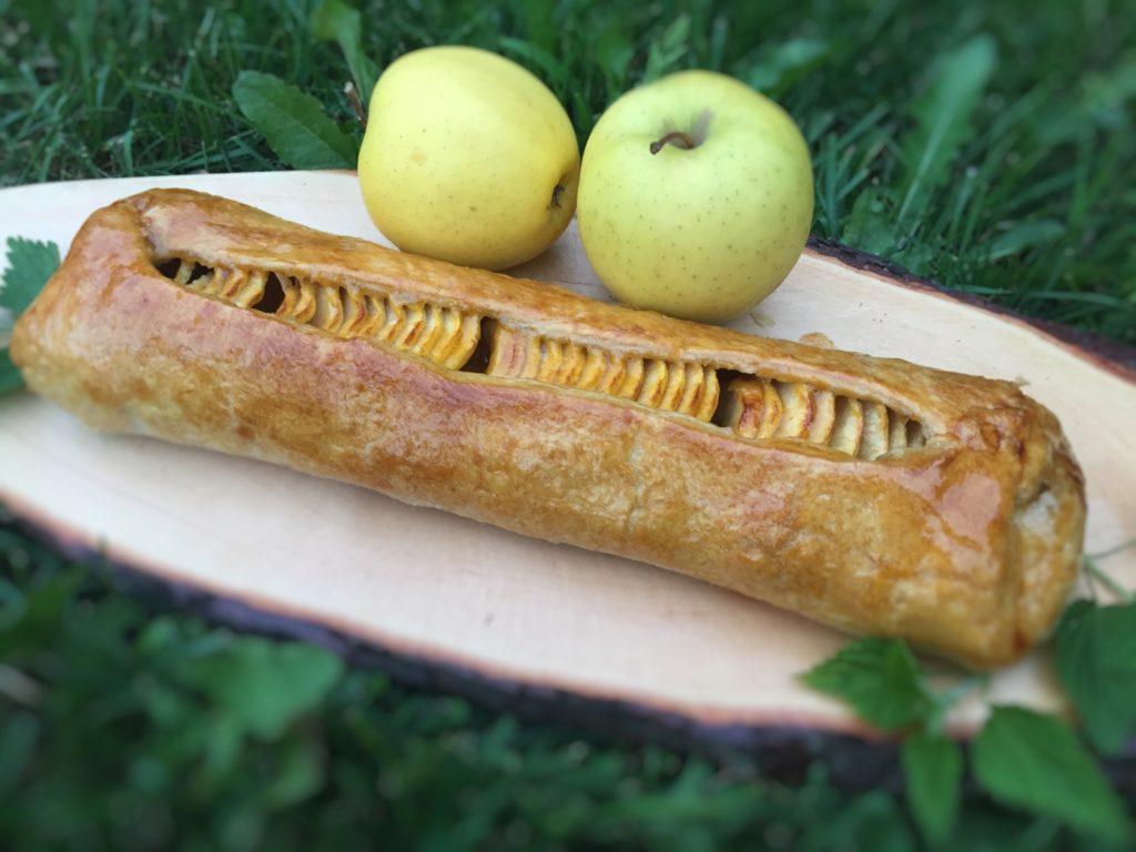 Strudel in bellavista con ortiche e mele