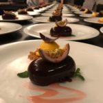 Mousse al cioccolato con cuore al maracujá e gelato al fior di mango