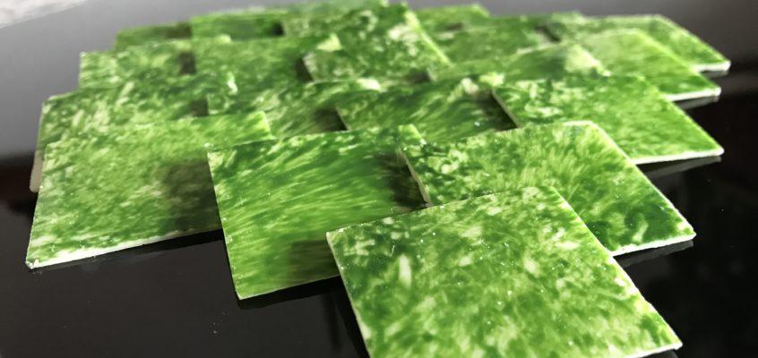 Placchette di cioccolato bianco marmorizzate verdi